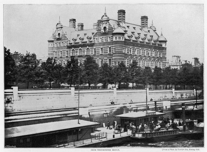 Старый снимок здания Уайтхолл на берегу набережной Виктории.