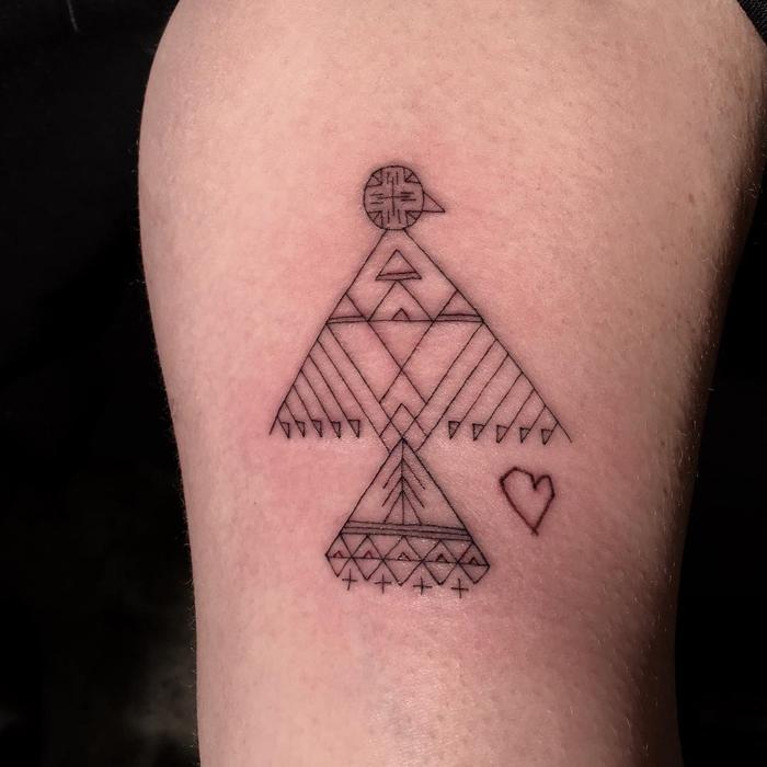 Клиенты не могут выбирать или заказывать мотив татуировки.