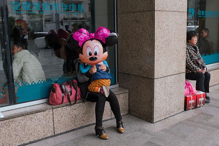 Уличный фотограф Тао Лиу.