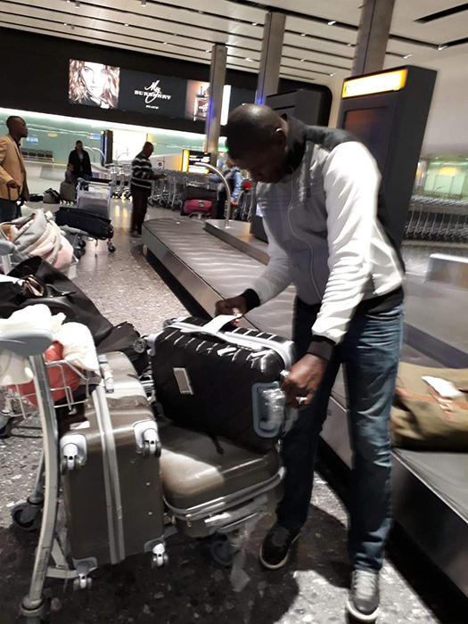 Ибрагима переезжает с девочками из Сенегала в Англию.