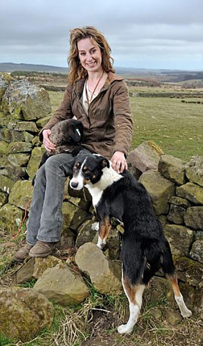 Эмма со своей любимой собакой Джейми.