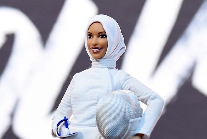 Барби-фехтовальщица.
