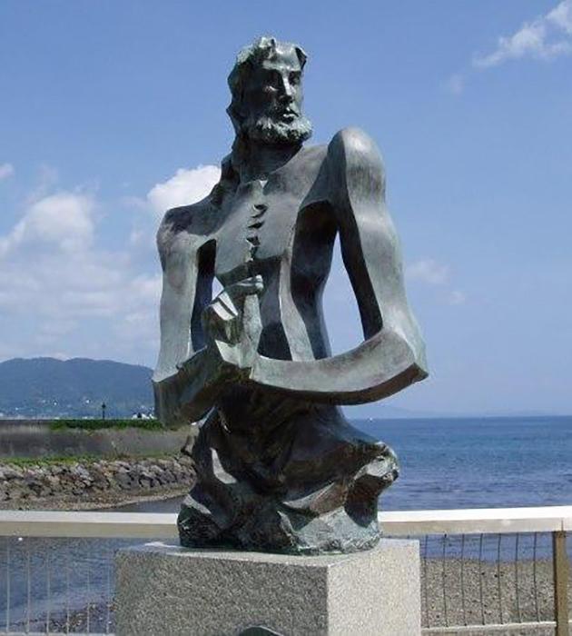 Памятник Адамсу в Японии.