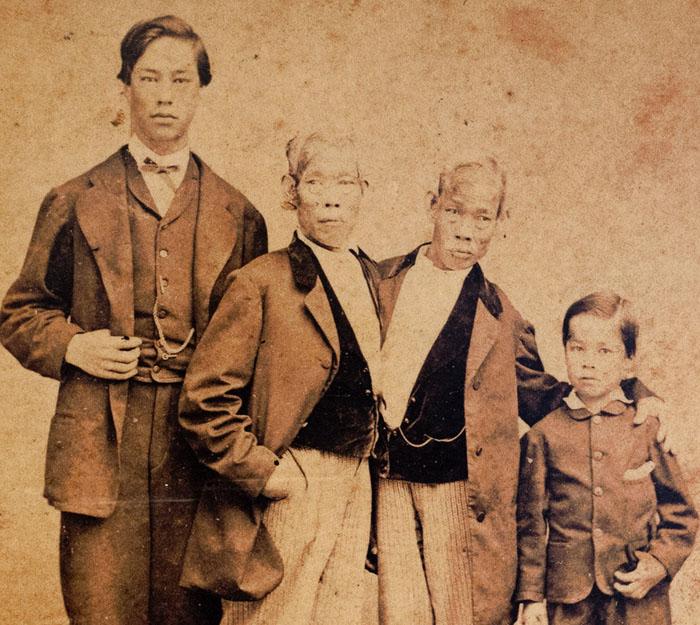 Братья Банкеры с детьми.