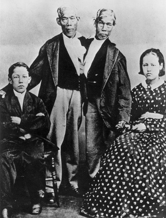 Чанг и Энг женились на сестрах Эйтс.