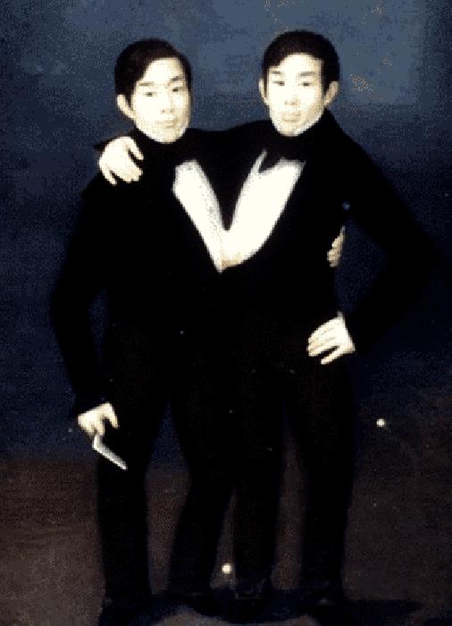 Братья Чанг и Энг во времена выступлений в цирковом шоу.