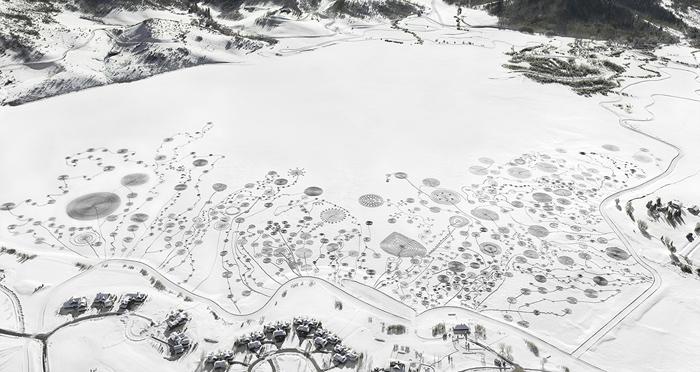Снежные рисунки на озере Катамаунт.