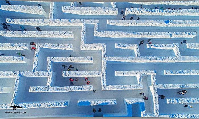 Затеряться в снегу: В Польше построили огромный снежный лабиринт