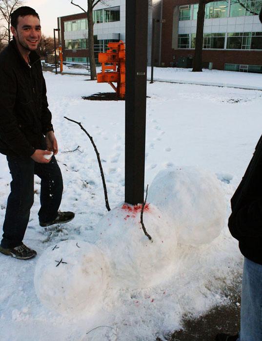 Трагический вариант классического снеговика.