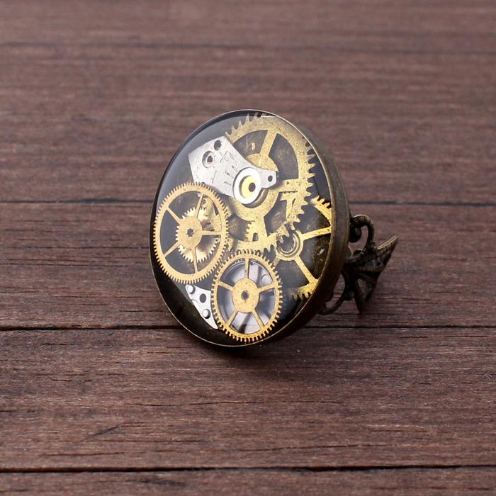 Детали механических часов.