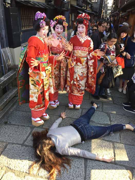 Отдыхая вместе с гейшами в Киото. Instagram stefdies.