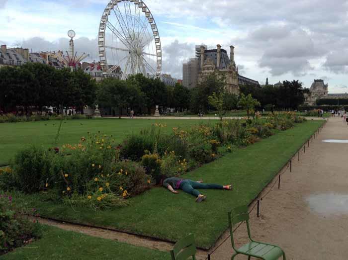 Надо отметиться в саду Тюильри в Париже.  Instagram stefdies.