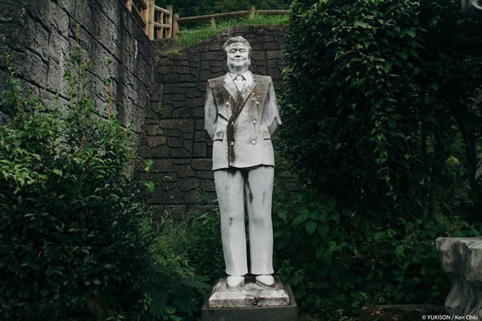 Статуя основателя парка Муцуо Фурукава.  Фото: Ken Ohki/Yukison.