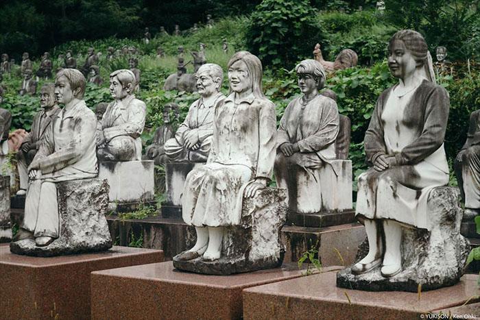 Фотографии Кена Оки из парка каменных скульптур.