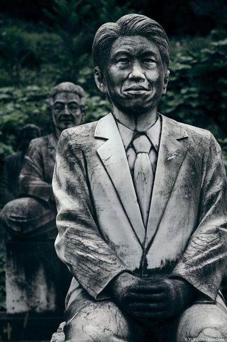 Мужчина в офисном костюме.  Фото: Ken Ohki/Yukison.
