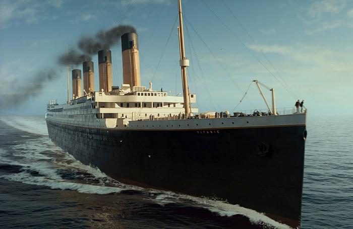 *Титаник* - самый современный на то время лайнер.
