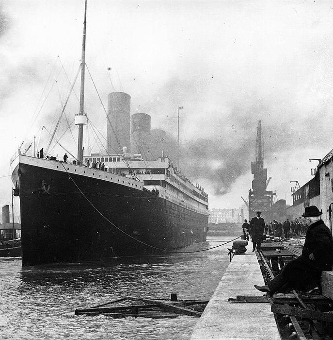 *Титаник* перед отправлением.