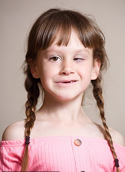 Лили родилась глухой.