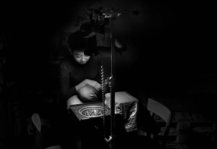 Сьюзи Зи в процессе записи видео.