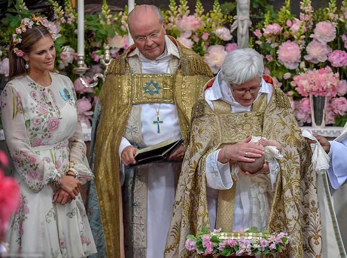 Её Королевское Высочество Адриенна Жозефина Алиса, принцесса Швеции, герцогиня Блекинге.