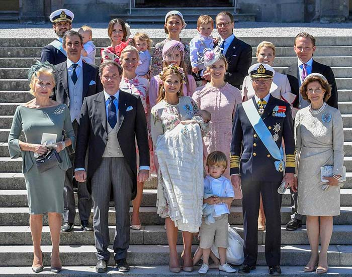 Семейный портрет шведской монархии в день крестин принцессы Адриенны.