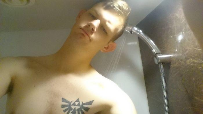 Принимать душ в отеле оказалось непросто.