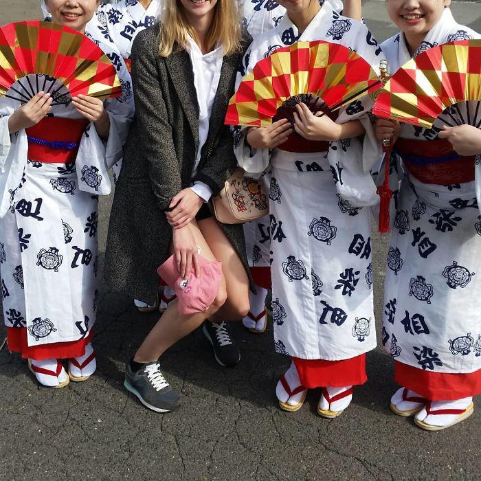 Каждый раз, когда приезжаю в Японию, чувствую себя не в своей тарелке. Интересно, к чему бы это?..