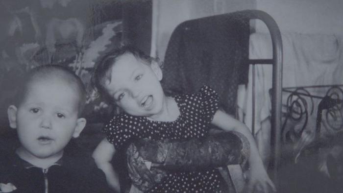 Детская фотография Тамары дома.