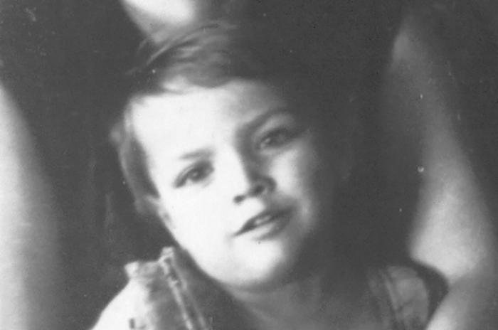 Тамара в детстве.