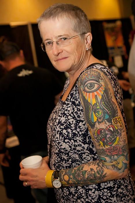 Татуировка на всю руку.