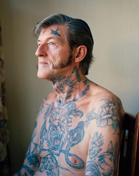 Обширная татуировка.