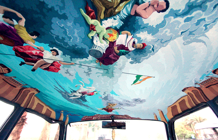 Расписной потолок в такси.