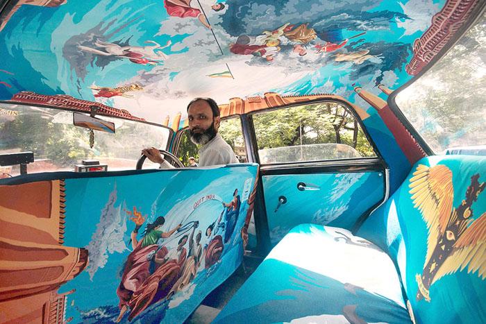 Необычные автомобили такси в Мумбаи.