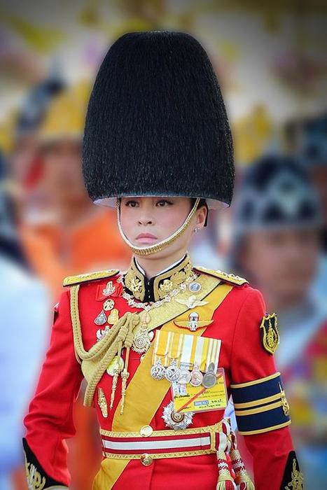 Все официальные фотографии королевы сделаны всего с двух ракурсов.