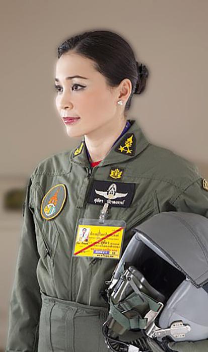 Четвертая жена короля Таиланда.