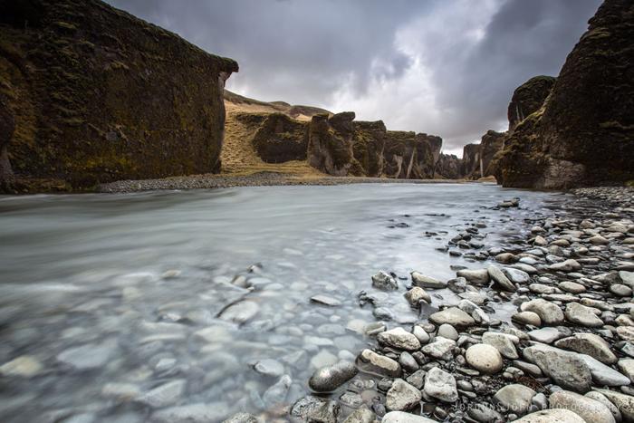 Рука Фьядра, текущая по дну каньона.