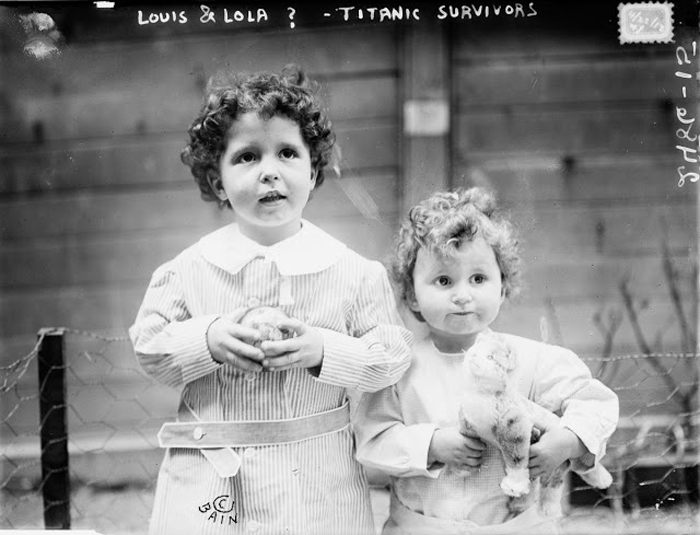На момент снимка детей не идентифицировали. Позже в них признали Мишель (4 года) и Эдмонда Навратиль (2 года).