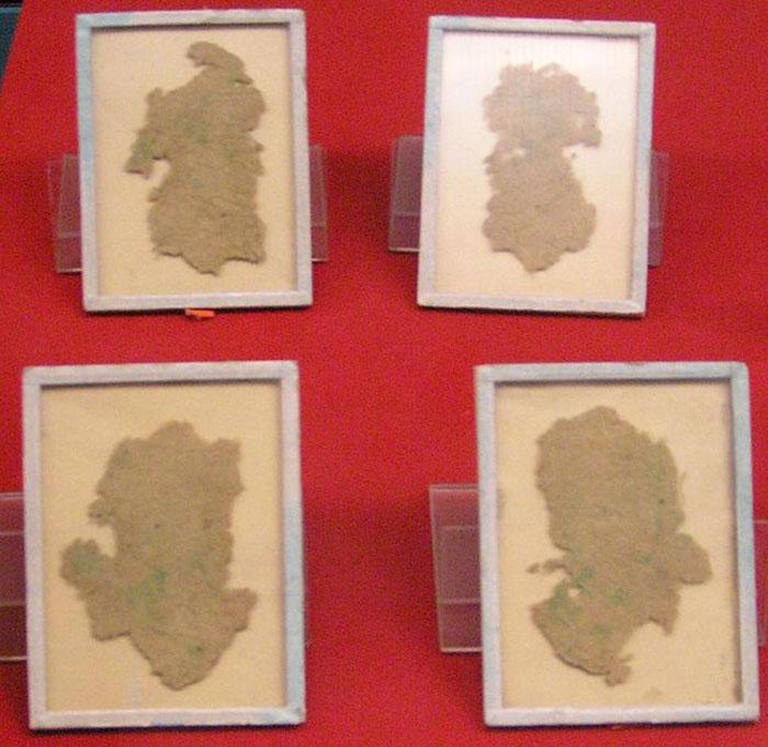 Кусочки старой бумаги, сделанной из конопли. Китай.