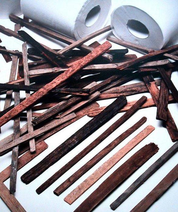 Предметы гигиены для туалета. Япония, ок. 750г. Рулоты туалетной бумаги для сравнения размера.