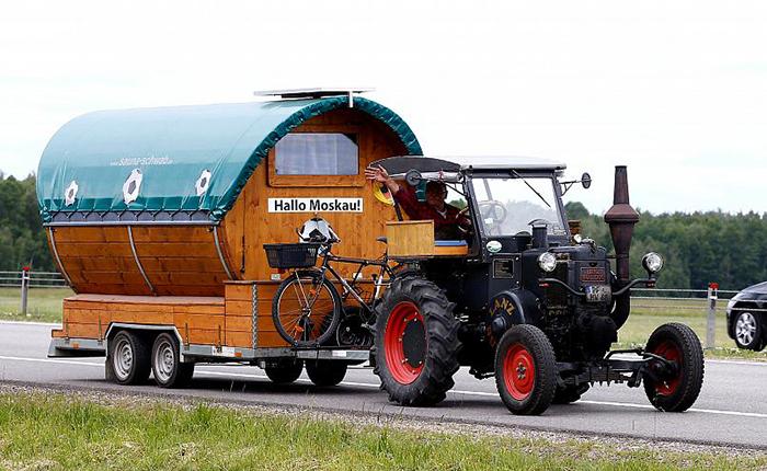 Как немец добирался до Москвы на тракторе.