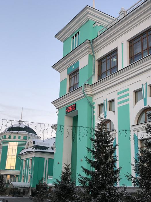 На привокзальной площади в Омске.