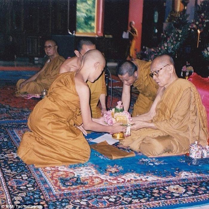 В 12 лет Мими еще была монахом в буддийском монастыре.