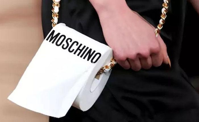 Элегантная сумочка от Moschino.