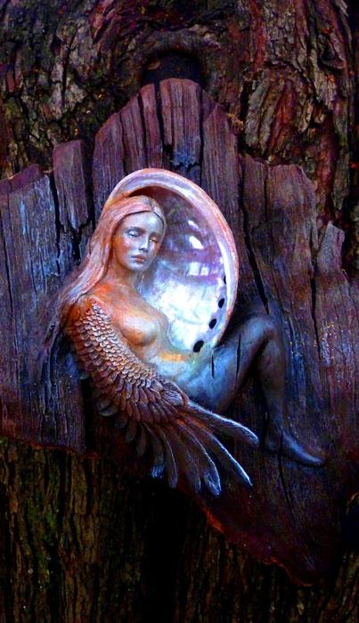 Женщина в лунной ракушке.  Автор: Debra Bernier.