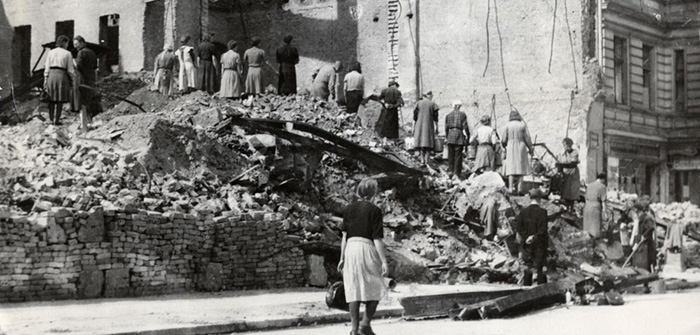 Разбор руин немецких городов.
