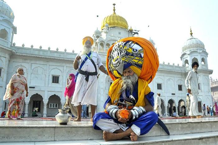 Автар Сингх - обладатель самого большого и самого тяжелого тюрбана в мире.