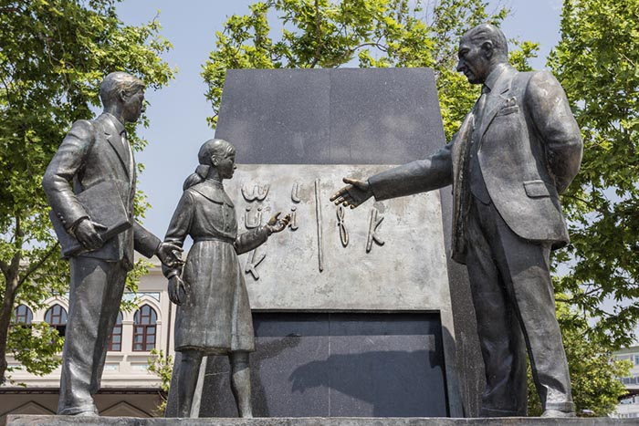 Памятник перехода на новый алфавит.