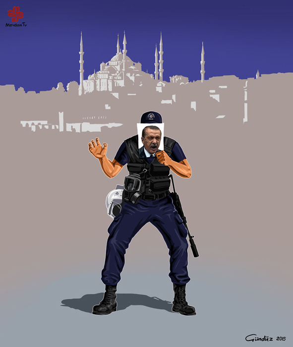 Полицейский прячется за портертом Реджепа Эрдогана, бывшего президента Турции.