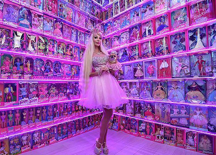 Татьяна Тузова со своей коллекцией Барби.