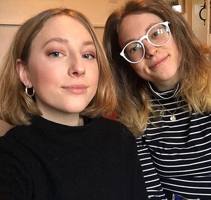 Джесс (слева) и Сара.